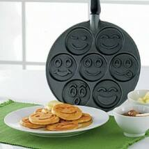 "Nordic Ware Palacsintasütő ""Smiley faces"" NW-01920"